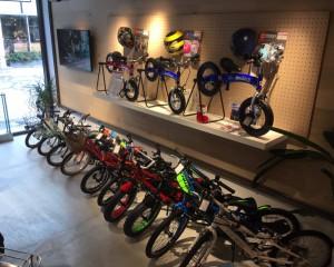 【モトベロ枚方】クリスマスシーズン到来、お子様向け自転車コーナーを増設しました。